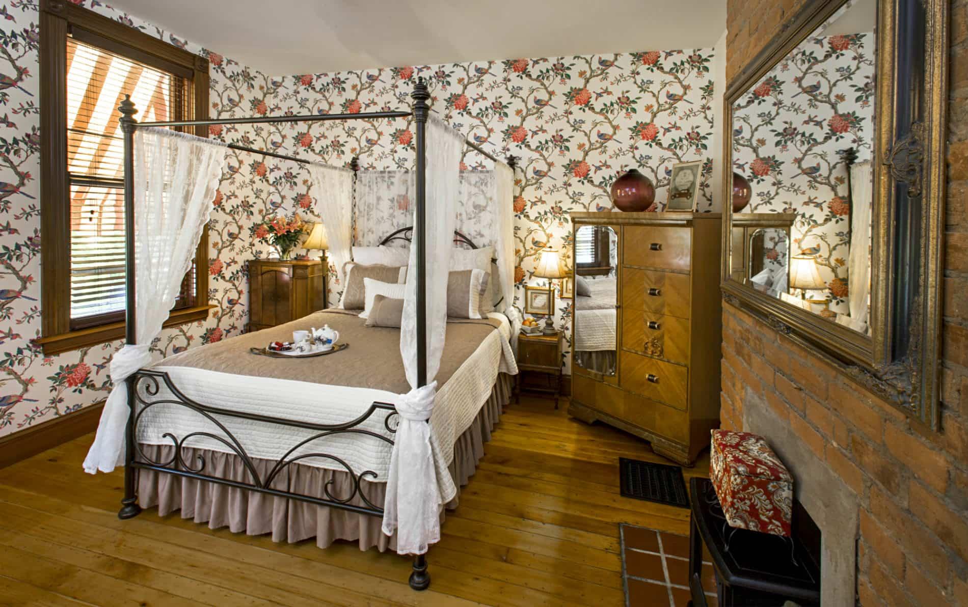 unique bed u0026 breakfast rooms in cincinnati